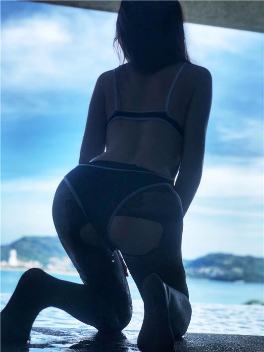 网红女神@隔壁小姐姐 泰国旅拍系列 黑丝死库水【48P/1V/1.43G】