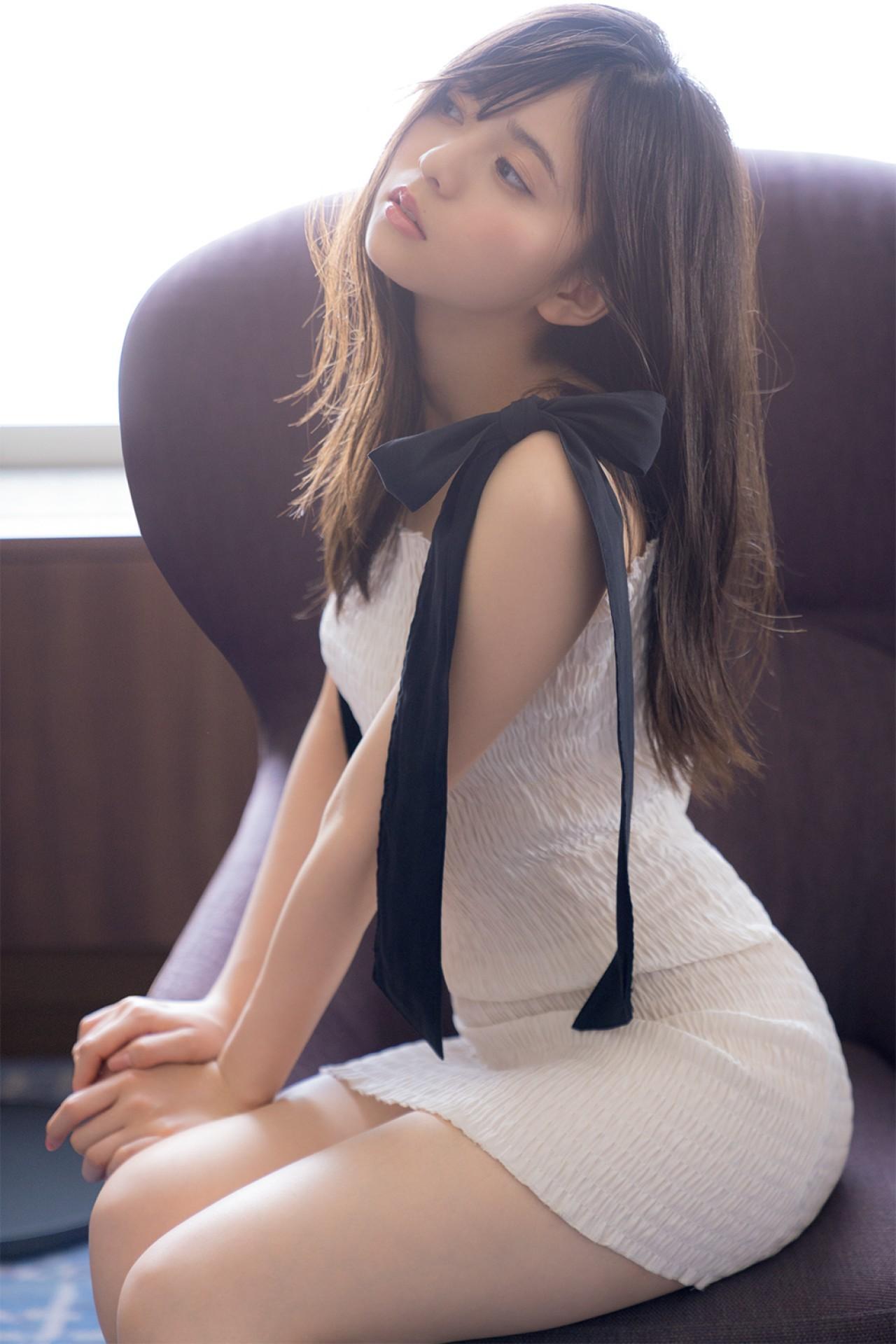 斋藤飞鸟最新杂志写真,有点色气的小鸟!